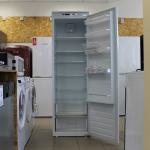 Built-in Fridge Freezer Montpellier MITL320 (Graded)